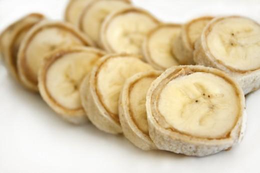 These banana roll-ups are so good! (Credit: http://rabbitfoodformybunnyteeth.com/)